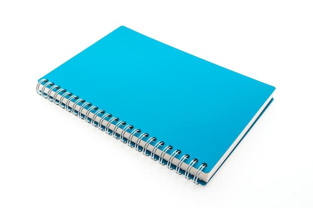 Niebieski notebooka w białym tle