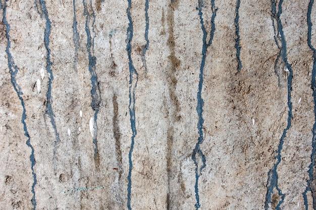 Niebieski obraz zwisu na ścianie cementu