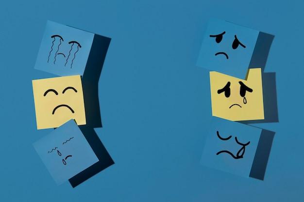 Niebieski poniedziałek z karteczkami i miejsca na kopię