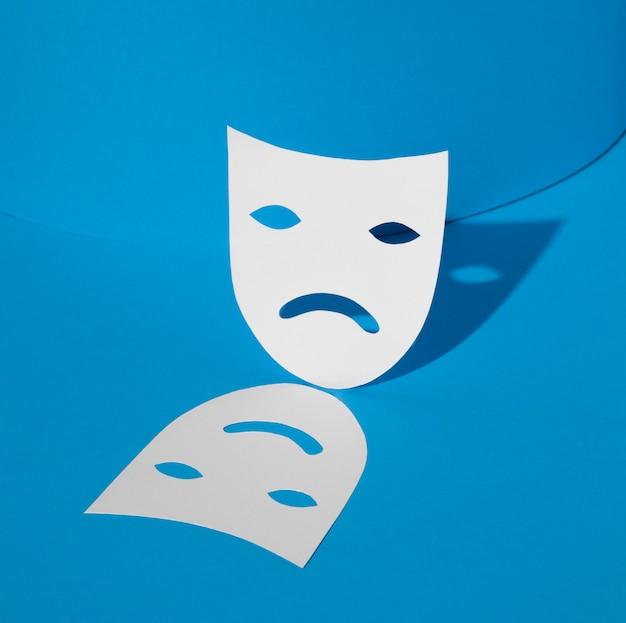Niebieski poniedziałek z maską smutną i szczęśliwą