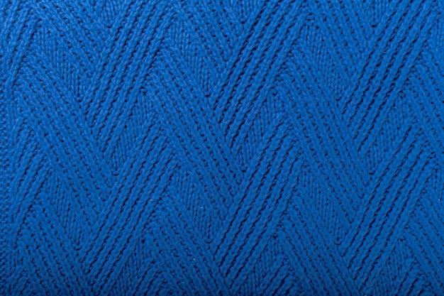 Niebieski sweter zbliżenie