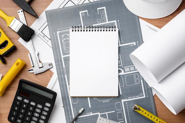 Niebieski wydruk i pusty notatnik kopia przestrzeń