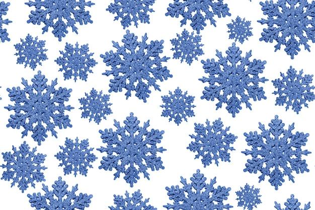 Niebieski wzór płatki śniegu boże narodzenie na białym tle.