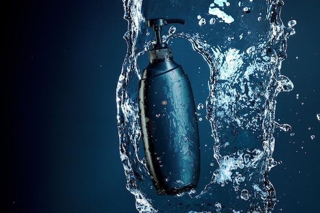 Niebieski żel pod prysznic w strumieniu wody