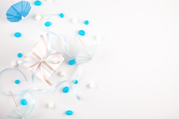 Niebieskie akcesoria imprezowe. zaproszenie, urodziny, wieczór panieński, koncepcja prysznic baby boy