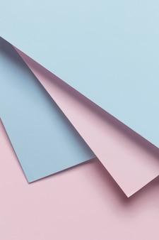 Niebieskie i różowe szafy geomtryczne