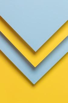 Niebieskie i żółte szafy geomtryczne