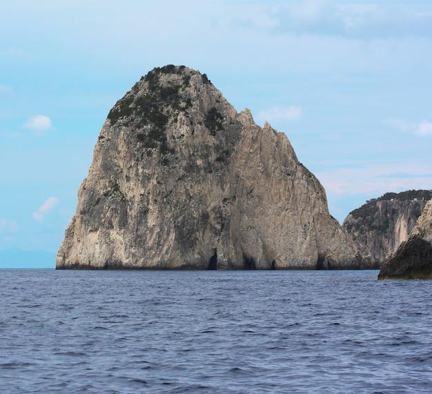 Niebieskie jaskinie na wyspie zakynthos - grecja