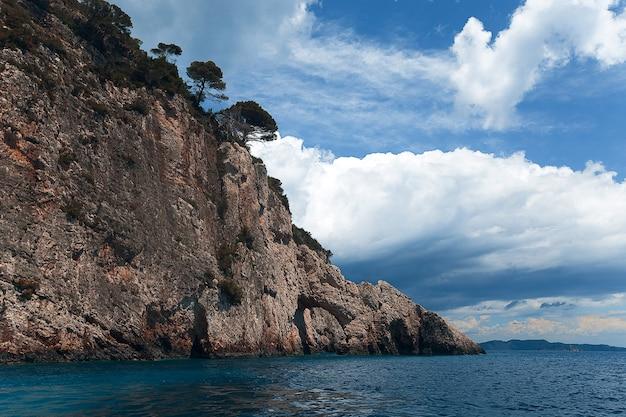 Niebieskie jaskinie na wyspie zakynthos