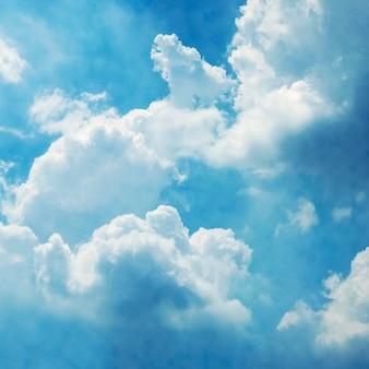 Niebieskie niebo z obłocznym tłem