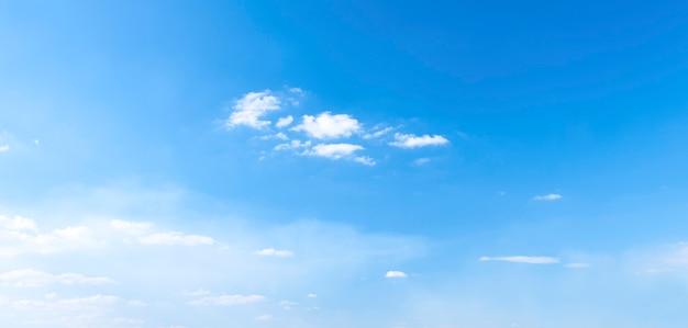 Niebieskie niebo