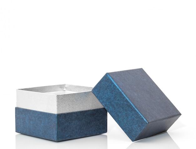 Niebieskie otwarte pudełko upominkowe