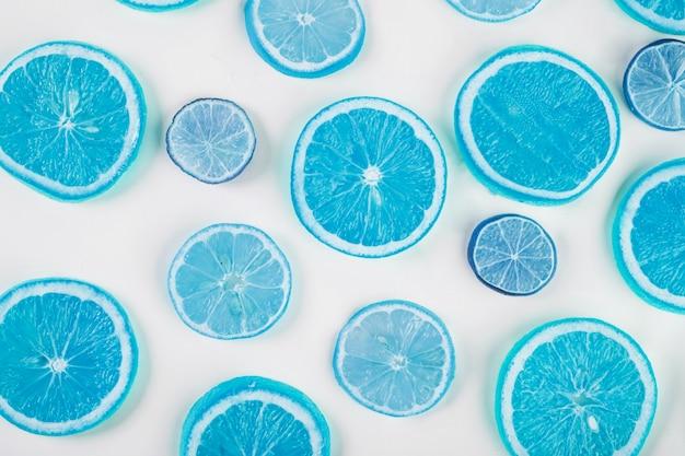 Niebieskie plasterki cytrusów