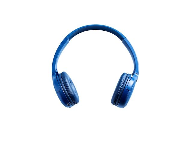 Niebieskie słuchawki bluetooth na białym tle