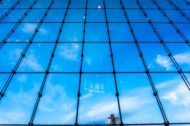 Niebieskie szkło budowlane