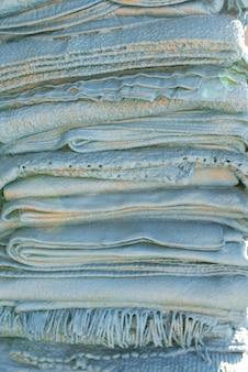 Niebieskie tło teksturowane do kopiowania przestrzeni. tło dla sklepu tekstylnego
