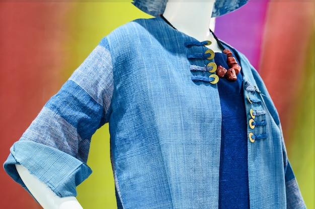 Niebieskie ubrania dla kobiet.