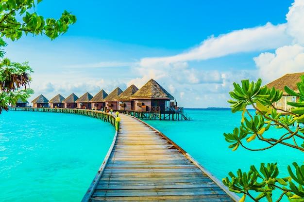 Niebieskie willi piękne morze hotelu