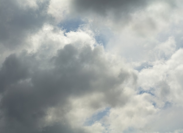 Niebo i ciężkie chmury