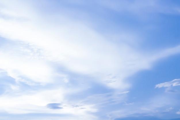 Niebo i miękka chmura z pastelowego koloru filtrem i grunge teksturą, natury abstrakta tło