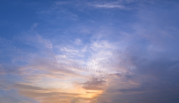 Niebo i słońce wieczorem