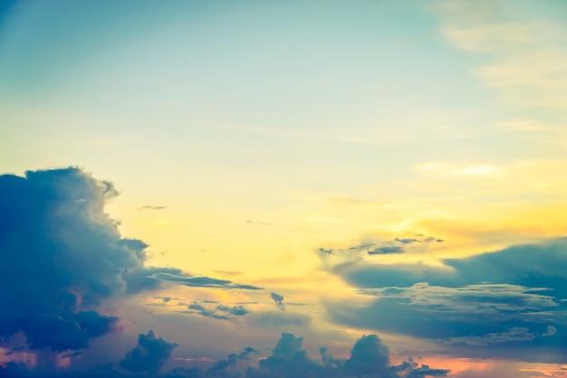 Niebo na zachodzie słońca