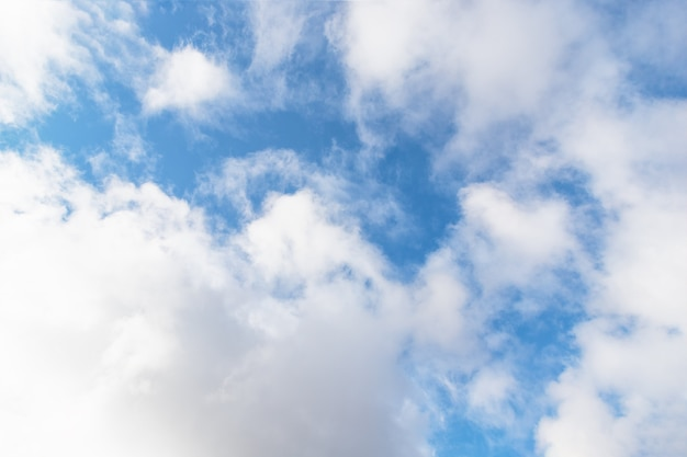 Niebo z chmurami cirrocumulus