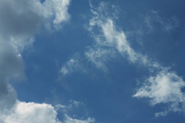 Niebo z chmurami, wieczór