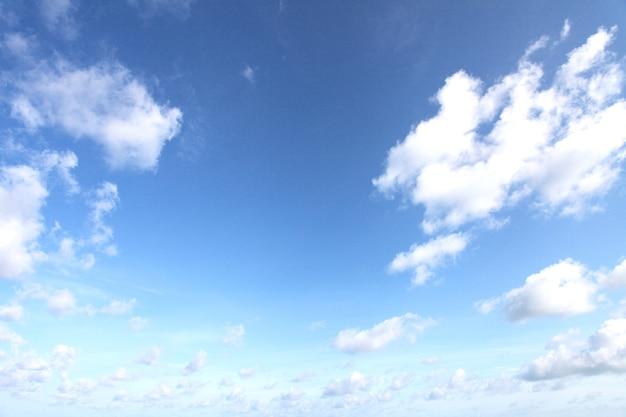 Niebo z chmurami