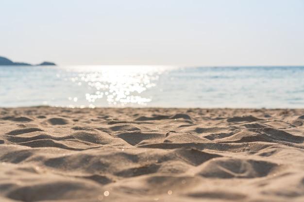 Niebo z piaskiem morskim w lecie.