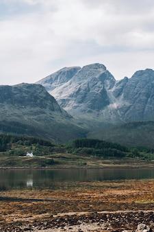 Niedaleko wioski glencoe w szkocji w wielkiej brytanii