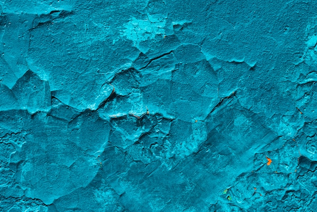 Niedoskonała powierzchnia betonu. krakingowy błękitny farby zakończenie.