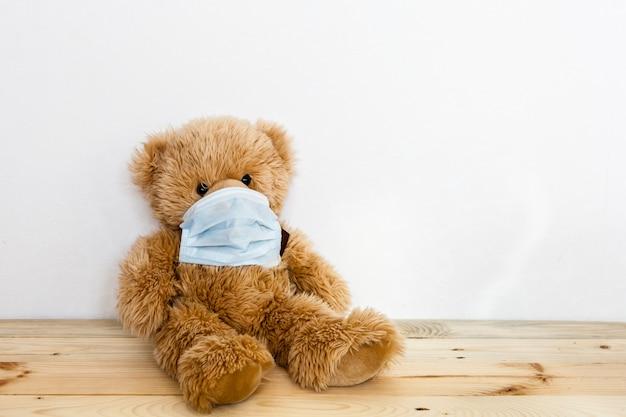 Niedźwiedź chory, infekcja, wirus, koronawirus, 2019-ncov, zabawka niedźwiedź chory, wirus i przeziębienie, leczenie zabawek i ludzi, epidemia