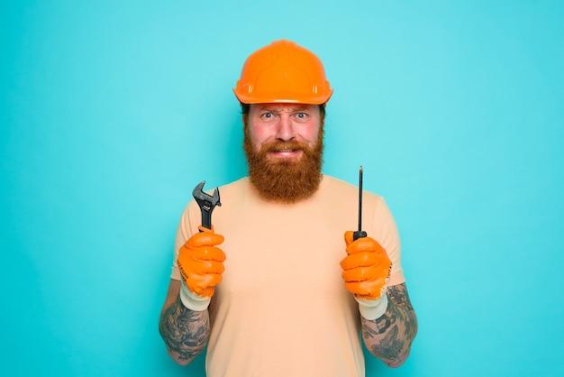 Niekompetentny pracownik boi się i martwi o swoją pracę
