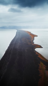 Niekończąca się plaża na islandii tapeta na telefon komórkowy
