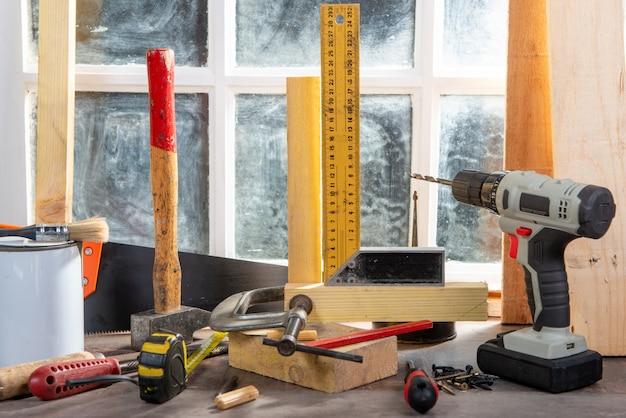 Niektóre narzędzia cieśli w warsztacie