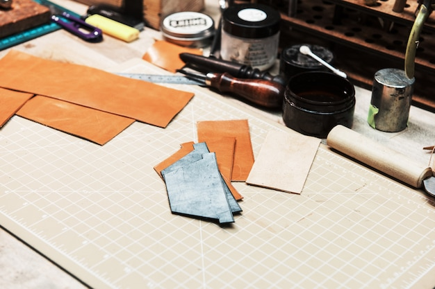 Niektóre narzędzia do pracy ze skórą