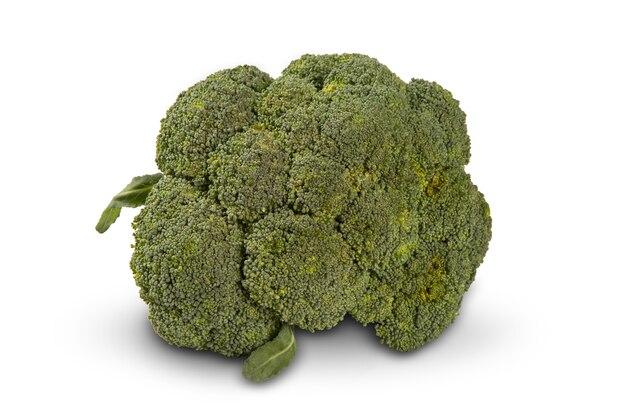 Niektóre zielone brocolis na białym tle. świeże warzywa