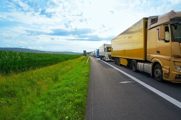 Niemcy korku w wypadku drogowego pojazdu