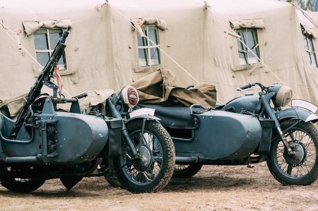 Niemieckie motocykle wehrmacht z karabinami maszynowymi