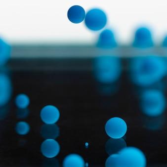 Nieostre kulki z płynnego akrylu