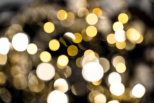 Nieostre światła. błyszczące ciemne tło. świąteczne dekoracje