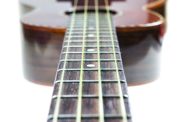 Nieostrość ukulele na sznurku.