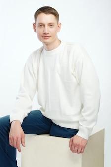 Niepełnosprawny młody człowiek bez nóg