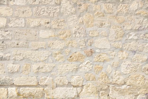Nierówne mur w jasnych kolorach