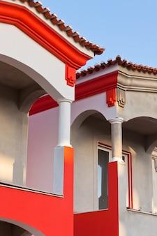 Nierozpoznawalna część domu mieszkalnego w budowie w algarve, portugalia