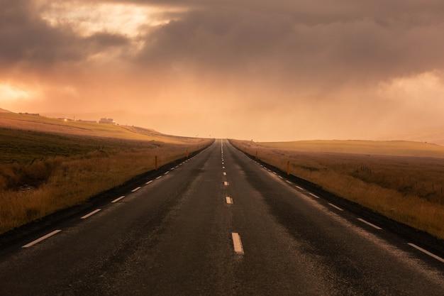 Niesamowite islandzkie drogi.