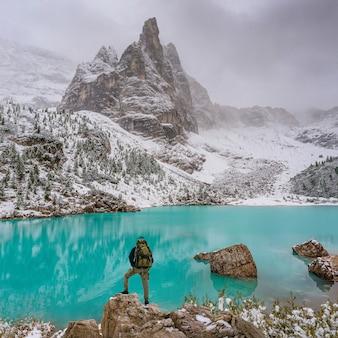 Niesamowite jezioro o niezwykłym kolorze wody