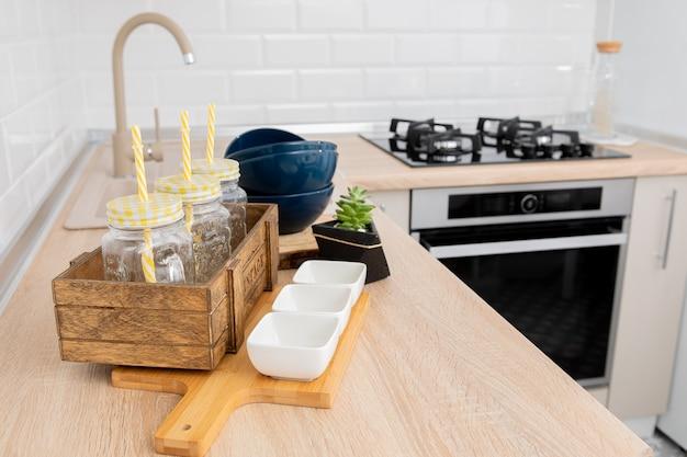 Niesamowite luksusowe wnętrze kuchni w białym, nowoczesnym stylu