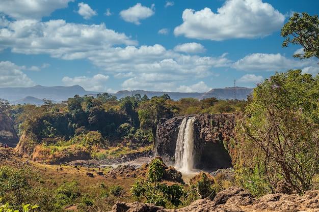 Niesamowite ujęcie wodospadu nilu błękitnego w etiopii